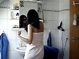Je baise ma cousine dans la salle de bain