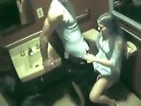 couple - Sexe dans les toilettes d`une boite de nuit