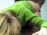 Secrétaire baisée sur son bureau