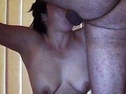 Une explosion de sperme dans sa gorge