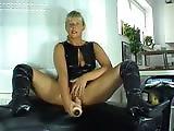 Femme fontaine avec une chatte rasée