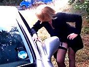 Bourgeoise accoste un inconnu en voiture et se…