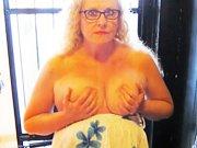 mature - Blonde de 56 ans avec de gros nichons