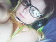 Elle se masturbe pour son mec devant sa webcam