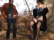 Elle vient me branler dans les bois