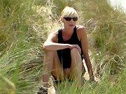 française - Une salope française dans des dunes