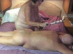 mamie - Mamie masse le corps de son mari (Vieille)