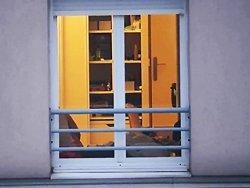 Un voyeur filme sa voisine…