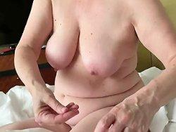 branlette - Mamie avait très envie de branler la queue de son mari