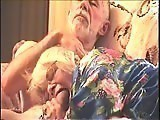 Mamie se régale avec la grosse…