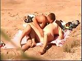 voyeur - Voyeur filme des naturistes en train de baiser sur la plage