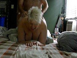 mature - Grosse levrette avec une mature aux seins naturels