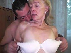 mamie - Le voisin vient baiser une mamie de 82 ans